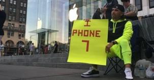 Bu adam İphone 7 için tam 23 gün sokakta yaşadı