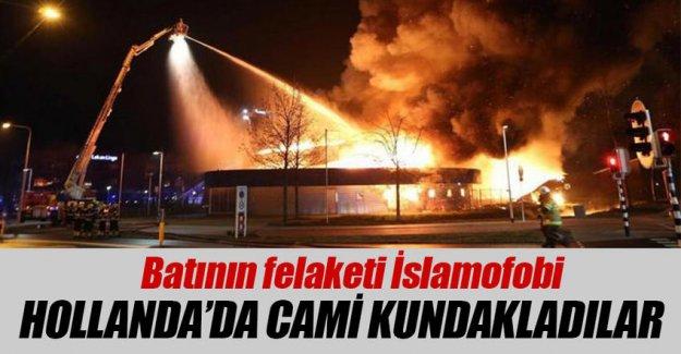 Cami olacak binayı ateşe verdiler