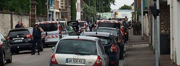 Fransa'da kiliseye kanlı saldırı: Papazın kafasını kestiler
