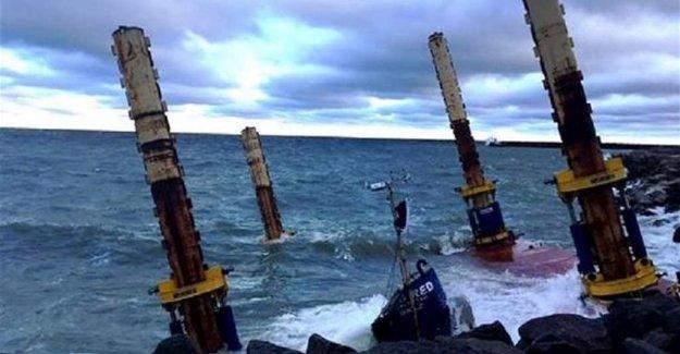 İsveç'te fırtına dev vinci sulara gömdü