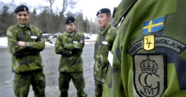 İsveç'te askerlik erkek ve kadınlara mecburi olabil