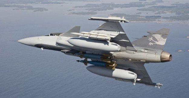 İsveç'te savaş uçaklarını görüntüleyene para cezası