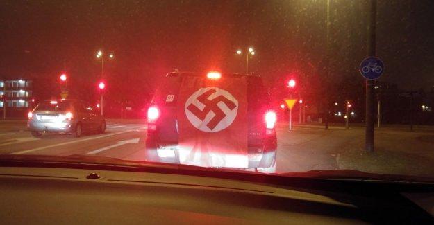 İsveç trafiğinde Nazi bayrağı