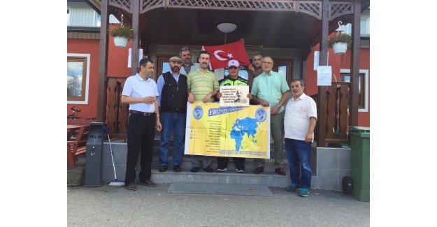 Şehitler için motosikletiyle Türkiye'den İsveç'e geldi