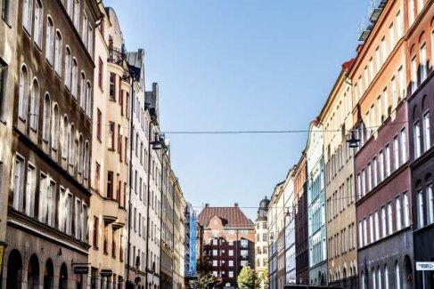 ''Stockholm'de ev bulmak deveye hendek atlatmaktan daha zor''