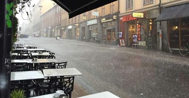 Stockholm'de Şiddetli yağmur sonrası iş yerlerini su bastı