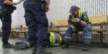 Vandallar Stockholm'de güvenlik görevlisini dövdü