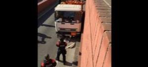 Barcelona'da kamyon çalan İsveçli terör estirdi!