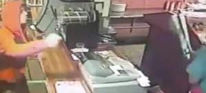 Dükkanını soymaya çalışan hırszılara pizzacı böyle direndi