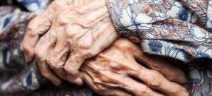 İsveç'te kendini korumak için sprey taşıyan yaşlı kadına ağır ceza