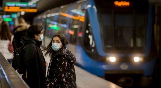 İsveç Halk Sağılığı Kurumu açıkladığı yeni verilerle ülkedeki toplam vaka sayıları 700 bine doğru hızla tırmanıyor.  Açıklanan yeni rakamlara göre, son bir günde teyit edilen vaka sayısı 6 bin 179 olarak açıklanırken, yeni vakalarla birlikte toplam vaka sayısı 675 bin 292'ye ulaştı.