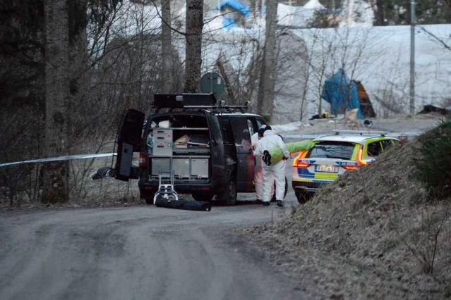 Polis, gece saatlerinde Märsta'da yükselen silah sesleri üzerine harekete geçti.  Edinilen bilgilere göre, gece saat bir sıralarında silah sesleri üzerine ihbarda bulunan bölge sakinleri polisi harekete geçirdi.  Polis bir okul için harekete geçirildi Märsta'da 01.33 polise yapılan ihbarla hareketli anlar yaşandı.