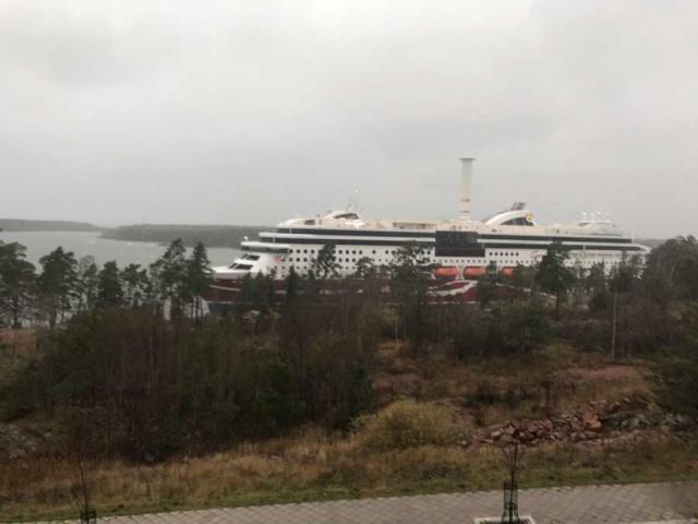 İskandinavya'nın en büyük gemi şirketlerinden olan Viking Line'nin Grace gemisi karaya oturdu.  Sjöräddningen'in basın bilgisine göre Viking Line'ın gemisi Grace, Mariehamn'ın dışında karaya oturdu.