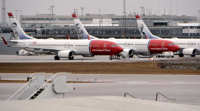 Norveç'in havayolu şirketi Norwegian'da koronavirüs krizi yaşanıyor.  Virüsle mücadele kapsamında sert önlemler alan Norveç'te vatandaşlarda önceden planladıkları tatillerini iptal etti.  Norwegian CEO'su Jacob Schram, yeni kısıtlamalar havacılık sektörünü olumsuz etkiliyor dedi.