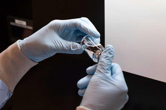 """Ebola tedavisinde kullanılan, Remdesivir'in İsveç'teki korona hastalarının tedavisi için birkaç gün içinde onaylanabileceği söylendi.  İsveç İlaç Ajansı'nın enfeksiyon grubu başkanı Charlotta Bergquist, """"Muhtemelen evet. Bunlar aşırı koşullar. Faydaların risklerden daha ağır basmayacağına bakıyoruz"""" dedi."""