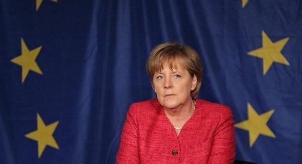 ALMANYA'NIN AB'YE YAPTIĞI ÇAĞRI NEYDİ?  Almanya Başbakanı Merkel ve Sosyal Demokrat lider Martin Schulz, Türkiye ile müzakerelerin durdurulmasını talep etti. Merkel bu talebini AB'ye çağrıda bulunarak yineledi. Tarih olarak da Ekim ayındaki AB Zirvesini gösterdi.