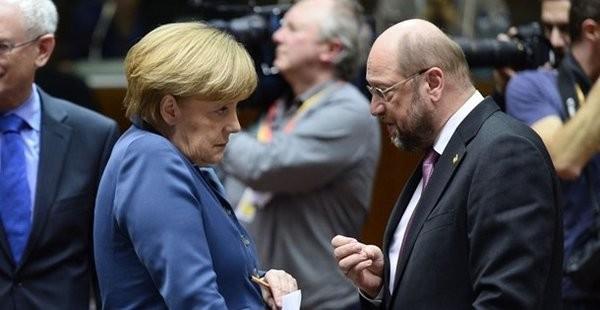 ALMANYA SEÇİM SONRASI TANSİYONU DÜŞÜRÜR MÜ?  Seçimi Merkel'in kazanması öngörülüyor, Merkel yine başbakan olacak gibi duruyor, koalisyon ortağı ise belli değil. Seçim sonrası tansiyonu mutlaka düşüreceklerdir ama Türkiye ve Erdoğan düşmanlığı devam edecektir çünkü bunu seçim öncesi süreçte de yapıyorlardı ve düşmanlığı buraya kadar getirirken de hep yeni krizler açıldı çünkü Türkiye eskisi gibi değil, Almanya bir saldırganlık yapıyorsa haddini bildiriyor ve geri adım atmıyor, karşılık veriyor. Böyle olunca Almanya'nın AB içerisindeki prestiji sarsılma yaşadı, bunu yeniden kazanmak için de daha da saldırganlaştı.