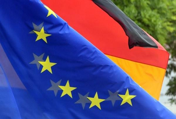 AB İLE ALMANYA ARASINDA BİR GERGİNLİK VAR MI?  Merkel müzakereleri durduralım dedi AB ise reddetti. Türkiye üzerinden bir görüş ayrılığı yaşıyorlar. Bu açık bir şekilde ortada. Bunun dışında AB içinde Almanya'nın rolünden kaynaklı olarak da rahatsızlıklar var.