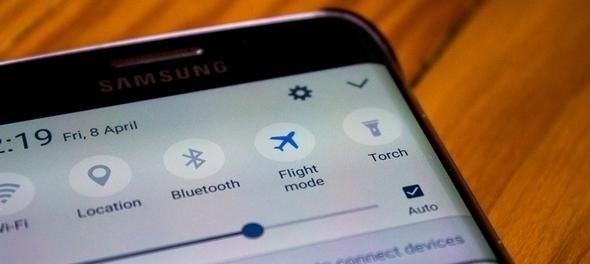 Uçak modunun şarj sırasında kullanılmasının faydasını biliyor musunuz?Telefonu uçuş moduna alıp şarja takarsanız 50 kat daha hızlı şarj olur.