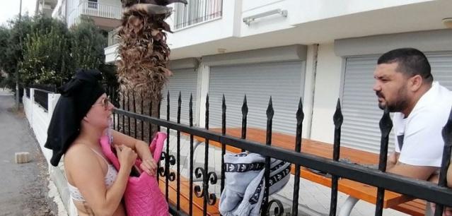 Aşağı Hisar Mahallesi 4507 ve 4508 sokaklardaki vatandaşların evlerin bahçesinde ve Ebülfeyz Elçibey Parkında yabancı uyruklu bir kadının ilginç hareketlerde bulunduğu ve çevreyi rahatsız ettiği yolundaki ihbarı değerlendiren Manavgat Emniyet Müdürlüğü ekipleri bölgede araştırma yaptı.