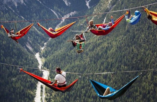 """Monte Piana İtalya'da bir dağ. Bu dağ her yıl """"Highline Meeting on Monte Piana"""" adlı ilginç bir festivale ev sahipliği yapıyor."""