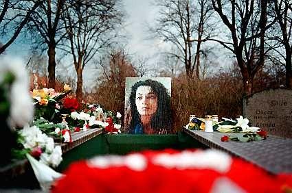 İsveç'in Uppsala kentinde 21 Ocak 2002 yılında töre nedeniyle kızı Fadime Şahindal'ı öldüren baba Rahmi Şahindal'ın, 24 yıl hapis yatacağı açıklandı.