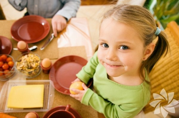 Kahvaltı  1970'lere kadar uzanan araştırmalar,  güçlü bir kahvaltının hafıza, konsantrasyon ve öğrenmeyi geliştirdiğini ortaya koyuyor. Üstelik kahvaltı etmeden güne başlayan çocuklar sinirlenmeye ve pes etmeye daha yatkın oluyor ve çabuk yorulup sıkılıyorlar.