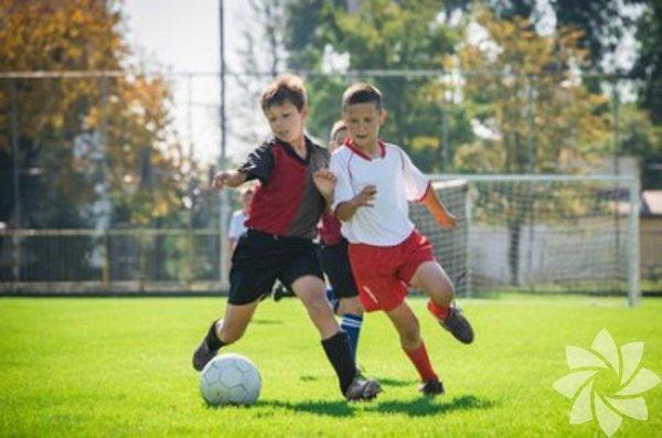 Spor   Illinois Üniversitesi araştırmacılarının yaptıkları çalışmalara göre, ilkokul çağındaki çocuklar sporla ilgileniyorsa akademik olarak üstünlük sağlıyorlar. Organize sporlara katılım özgüveni yükseltiyor ve takım çalışmasına, liderliğe mehili arttırıyor. Aynı çalışmada, yönetici pozisyonundaki iş kadınlarının kız çocukları iken takım sporları yaptığını ortaya koyuyor. Öyleyse yemekten sonra televizyon karşısına oturmasına izin vereceğinize çocuğunuzu spora yönlendirmelisiniz.