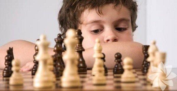 Beyin oyunları   Satranç, bulmaca, kriptogram – hepsi zihinsel jimnastik aracıdır. Sudoku gibi oyunlar stratejik düşünme, problem çözme ve karar vermeye teşvik ederken eğlenceli de olabilir. Çocuklarınızı bu tarz oyunlar oynamaya teşvik etmelisiniz.
