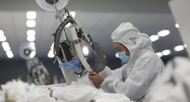 Çin'de yeni tip koronavirüs hastalarının tedavi edildiği merkezlerden biri olan Vuçang Hastanesinin yöneticisi, virüs nedeniyle hayatını kaybetti.