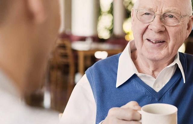 BEYİN HÜCRELERİNİN KORUNMASI   Yeşil çayın beyin hücrelerinin yıkımını engellemede ve hasarlı hücreleri onararak Alzheimer ve Parkinson'u önlemede etkilidir.