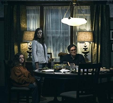 Filmin ana karakterlerinin arasında; anne Anne (Toni Collette), baba Steve (Gabriel Bryne), ailenin erkek çocuğu Peter (Alex Wollf) ve kız çocuğu Charlie (Milly Shapiro) yer alıyor.