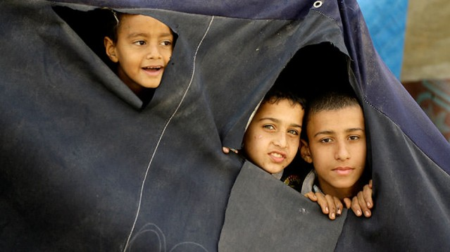 7-YERMÜK'TE KAÇ FİLİSTİNLİ MAHSUR KALDI? Suriye'nin başkenti Şam'daki Filistin mülteci kampı Yermük'te 18 bin Filistinli mülteci hem açlık hem bombardıman hem de DAİŞ terörü tarafından ölüm tehdidi altında mahsur kalmış durumda.