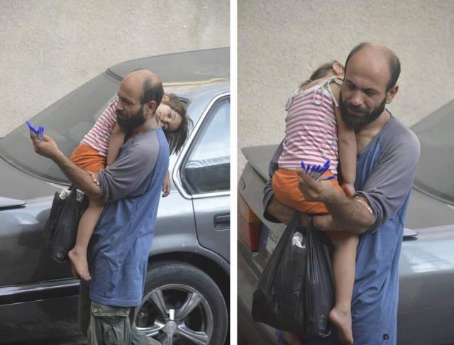 Ailesine yardım için kalem satan bu Suriyeli fotoğraflandıktan sonra, tam 50 bin Dolarlık bağış yapıldı.  Abdul Haleem al-Kader, bu parayı ailesini sağ salim Avrupa'ya ulaştırabilmek için kullanmak istiyor.