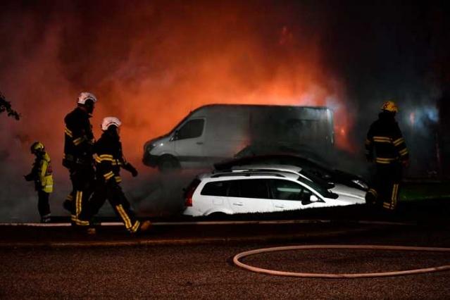 Başkent Stockholm'ün kuzeyindeki Märsta'da bir garajda çıkan yangında yüzlerce aracın hasar gördüğü bildirildi.  Edinilen bilgilere göre 200'e yakın araç hasar gördü.
