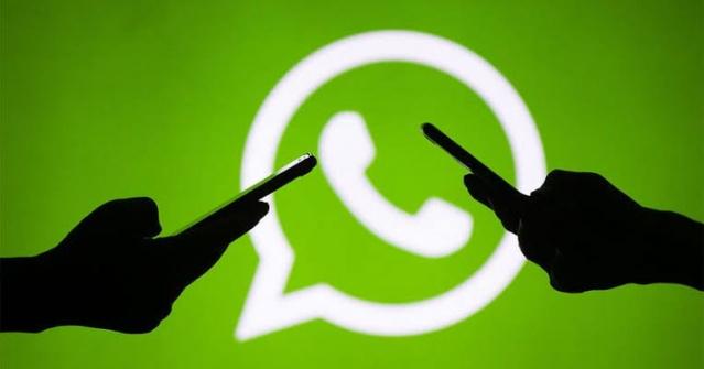 Popüler mesajlaşma uygulaması WhatsApp'ın iletişim açısından sağladığı pek çok kolaylık var. Bugün, uygulamanın çok bilinmeyen ve oldukça işe yarayan özelliklerine yakından bakacağız. Listedeki özellikleri öğrendikten sonra WhatsApp hakimiyetiniz fazlasıyla artacak. SMS'i ve MMS'i tarihe gömen WhatsApp, artık en büyük mobil iletişim araçlarımızdan birisi haline geldi. Elbette piyasada hem yerli hem de yabancı şirketlerin üretimi olan çok sayıda alternatif var. Nitekim kullanıcı ağırlığı ile daha fazla insana ulaşma imkanı sunduğu için WhatsApp, bir adım önde görünüyor.   Peki WhatsApp'ı ne için kullanıyoruz? Sadece bireysel ya da grup halinde sohbetler, sesli ya da görüntülü aramalar için mi? Daha fazlası var. Mesela fotoğraflarınızın çözünürlük kaybetmeden gönderilmesini sağlayabilir, internet paketinizden tasarruf edebilir, grup kurmadan toplu mesaj gönderebilirsiniz. Lafı çok uzatmadan bu özellikleri nasıl kullanacağınızı anlatalım.