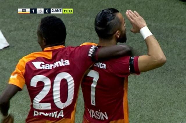 Galatasaray'ın 12. dakikada golünü atan Yasin Öztekin, golün ardından asker selamı verdi.