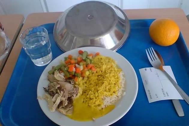 13. İsveç: köri soslu tavuk, sebze, portakal.