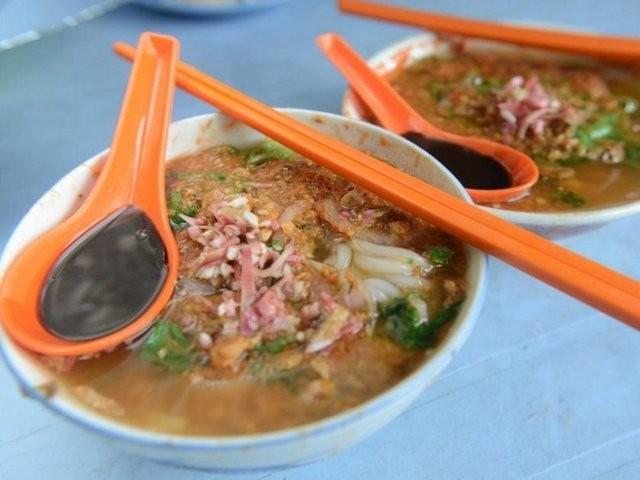 Baharatlı balıklı noodle çorbası (Malezya)