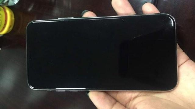 iPhone 8'den 10. Yıla özel tasarım