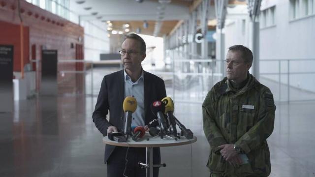 """Stockholm'de sağlık hizmetleri üzerindeki baskı hızla artıyor. Diyen bölge sağlık direktörü Björn Eriksson, """"En kötüsüne hazırlıklı olmak istiyoruz"""" dedi."""