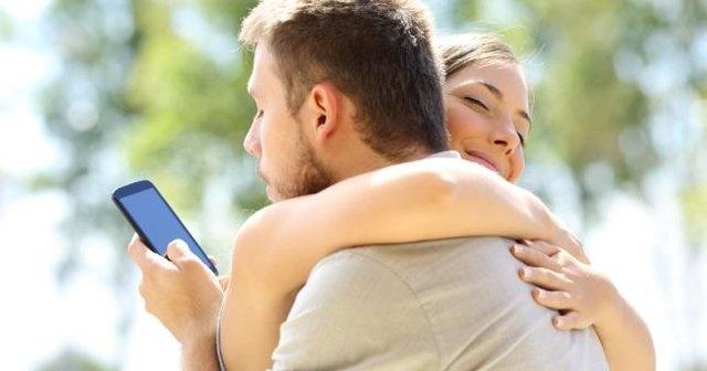 İngiltere'de yapılan bir araştırma, birbirini en çok aldatan çiftlerin hangi ülkede yaşadıklarını ortaya koydu.