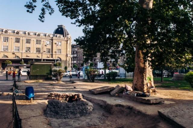 Romanya'nın Bükreş kentinde bulunan, Gara de Nord tren istasyonunun altında, evsizlerin yaşadığı bir tünel bulunuyor. Catalina da, 12 yaşından beri, bir grup evsizle birlikte burada yaşıyor.