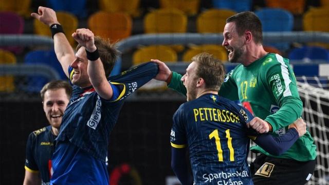 İsveç, 20 yıl sonra bir kez daha Hentbol'da Dünya Kupası finaline hazır.  Yarı finalde dev rakip Fransa ile karşılaşan İsveç milli hentbol takımı, 32-26 kazanarak adını finale yazdırmayı başardı.  Maçta en iyi performans gösteren ve kahraman olarak öne çıkan Andreas Palicka ve Hampus Wanne oldu.