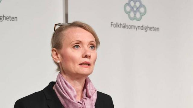 Salgının ağır etkisi altında mücadele veren İsveç'te Yoğun bakım sicil kayıtlarına göre, solunum cihazına bağlı ağır hasta sayısının 402 olduğu belirtildi.  Aşılama çalışmalarının devam ettiği ve Haziran 21 itibarıyla AB standartları kapsamında dijital covid-19 sertifikasını hayata geçirecek olan İsveç'te şuana kadar 2 milyon 769 bin 411 kişi en az bir doz aşı alırken, bunlardan 794 bin 198 kişinin ise ikinci doz aşısını da aldığı açıklandı.