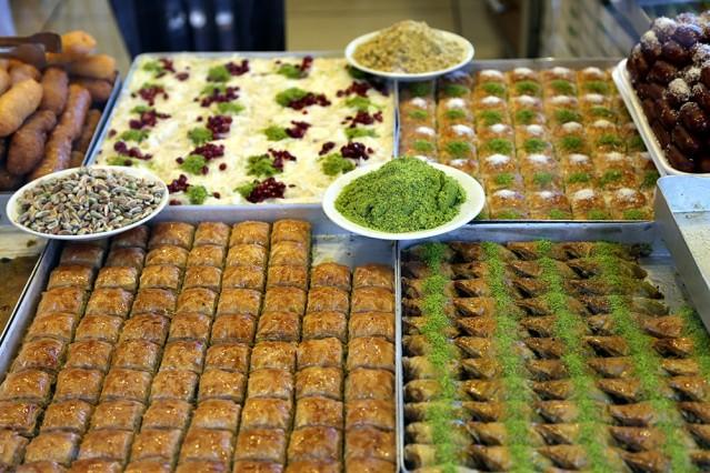 Ramazan Bayramı gelirken, bayram tatlıları yoğun ilgi gördü.Bayramların vazgeçilmezi olan en lezzetli tatlılar.