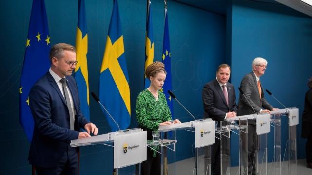 Koronavirüs vaka sayısında dünyanın rekor bir hafta yaşamasına bir gün kala Avrupa ve İsveç'te de artan vakalar üzerine tüm ülkelerde endişeli günler yaşanıyor.  İsveç'te son günlerde artan yeni vakalar üzerine, başta sağlık kurumları olmak üzere, hükümette süreci yakından takip ediyor.  Başbakan Stefan Löfven, İçişleri bakanı Mikael Damberg, Kültür ve Demokrasi Bakanı Amanda Lind ve İsveç Halk Sağlığı Kurumu Genel Müdürü Johan Carlson'un katıldığı bir basın toplantısı düzenlendi.
