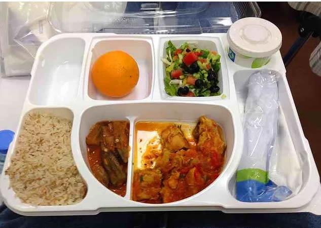 19. Katar: Bamya ve et yemeği, pilav, salata, yoğurt, portakal.