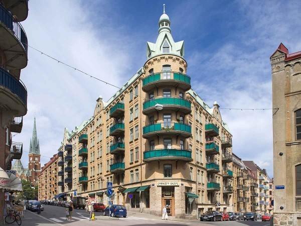 İsveç'in Göteborg şehrinde ilk bakışta bir apartman dairesi olarak görülen ancak içi harika bir şekilde tasarlanan bu ev görenleri şaşkına çeviriyor.