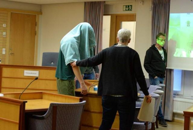 Hafta sonu İsveç'in başkenti Stockholm'ün Onsala bölgesinde bir kişinin öldürülmesi ve iki kişininde yaralanması ile ilgili gözaltına alınan 39 yaşındaki zanlı tutuklandı.
